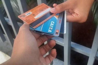 Idosa perde mais de R$ 12 mil no 'golpe do cartão' em Dourados