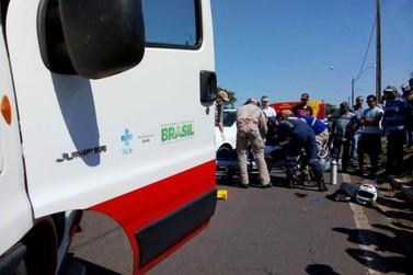 Motociclista morre em colisão com caminhão na PR-323