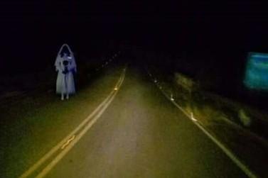 """Aparição de """"Noiva"""" em rodovia assusta motoristas na região de Cascavel"""