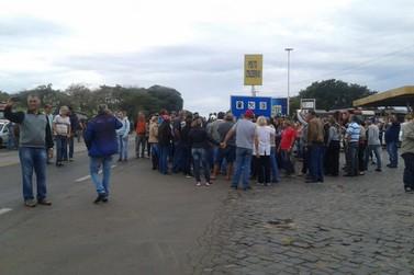 Comerciantes se unem a caminhoneiros em paralisação na PR-323 em Cruzeiro