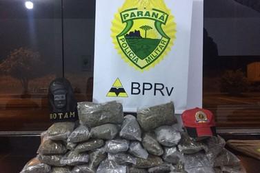 Jovem é abordado com drogas em ônibus de linha na PR-323 em Cruzeiro