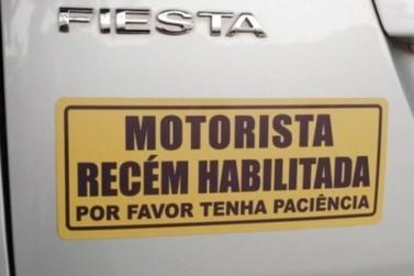Motorista iniciante pode ser obrigado a usar placa de identificação no carro