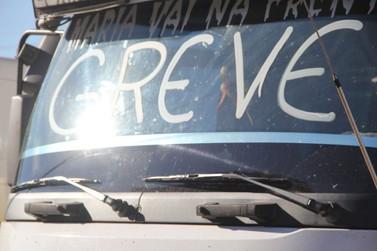 Protesto dos caminhoneiros nas estradas do Paraná chega ao 5º dia