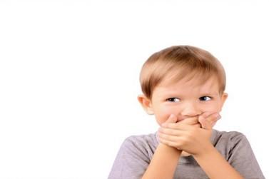Crianças também podem ter mau hálito