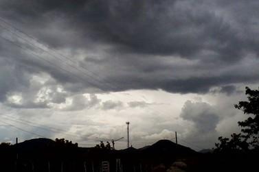 Chuvas e trovoadas chegam a Cruzeiro do Oeste nesta quarta-feira