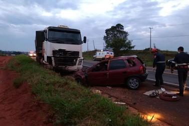 Grave acidente na PR 323, entre a volvo e a polícia rodoviária!