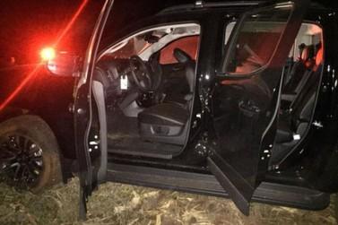 Ladrões levam três caminhonetes de concessionária em Umuarama