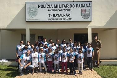 POLÍCIA MILITAR RECEBE VISITA DE ALUNOS
