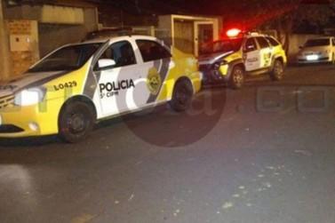 Vizinhos ouvem gritos e polícia encontra jovem morto