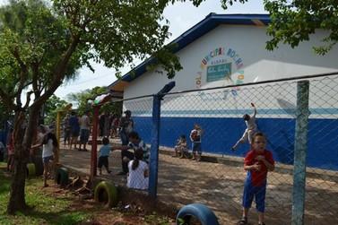 Voluntários promovem Dia das Crianças com doces e brincadeiras em Cruzeiro