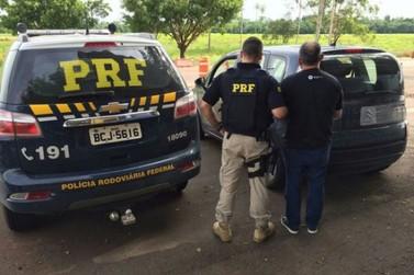 Homem é preso com veículo roubado e documentos falsos em Alto Paraíso