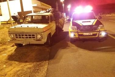 Polícia Rodoviária apreende caminhonete com 150 pneus contrabandeados em Iporã