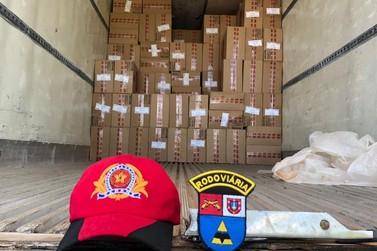 Carreta com mais de mil caixas de maços de cigarro é apreendida em Iporã