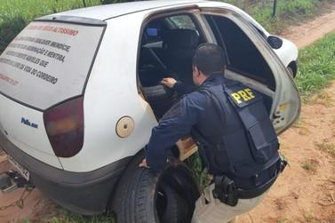 Com versículo bíblico abençoando, carro de Umuarama é apreendido com 80 pneus