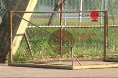 Criança fica gravemente ferida após trave cair sobre ela em escola de Cianorte
