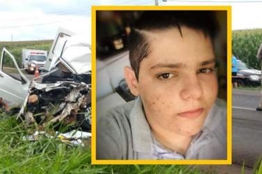 Jovem de 19 anos morre após bater carro de frente com caminhão na BR-317