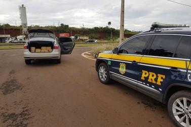 Polícia Rodoviária Federal apreende meia tonelada de maconha em carro roubado