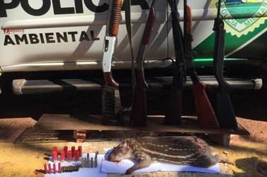 Caçadores são presos com armas e animal abatido em Cruzeiro do Oeste