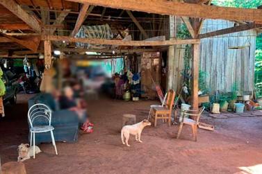 Homem é preso por manter pais idosos morando em situação de miséria