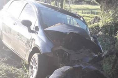 Morador de Altônia morre ao bater carro em árvore