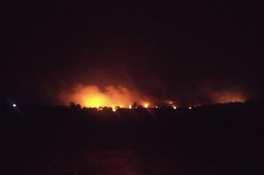 Incêndio queima 5 sítios no Bairro Boa Vista sem cessar; Moradores pedem SOCORRO