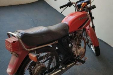 Motocicleta recuperada pela polícia militar na tarde desta sexta feira,(14)