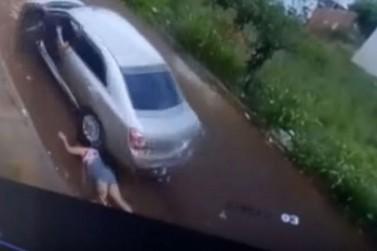 Cenas fortes: homem é preso após arrastar e atropelar a ex-mulher em Sarandi