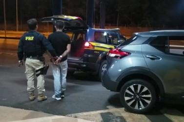 Homem é preso depois de roubar carro que seria entregue no Paraguai