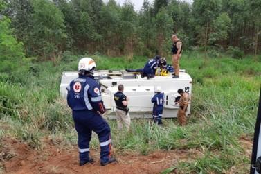 Vigilantes ficam gravemente feridos em acidente com carro-forte na BR-272