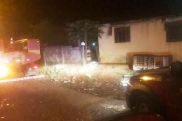 Incêndio atinge residência e causa pode ter sido criminosa, diz Bombeiros