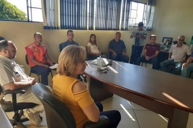 Comerciantes vão à prefeitura de Cruzeiro do Oeste para exigir esclarecimentos