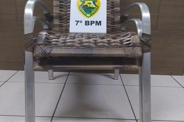 Suspeito de furtar cadeiras de área é apreendido em Cruzeiro do Oeste