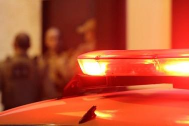 Homem de 53 anos é esfaqueado em casa durante a madrugada