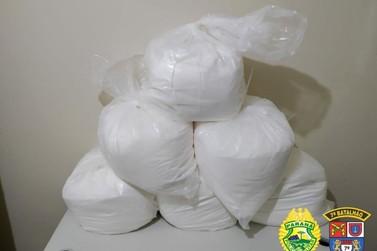 Policiais militares apreendem 150kg de entorpecentes aparentando cocaína