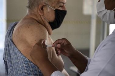 Secretaria de Saúde estará vacinando idosos de 61 anos em Cruzeiro do Oeste