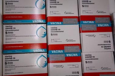 Paraná recebe 298,2 mil vacinas da AstraZeneca; lote contém apenas segundas dose