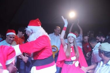 Abertura do Natal Iluminado lota praça Souza Naves em Cruzeiro do Oeste
