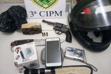 PM apreende arma e droga em Santa Cruz de Monte Castelo