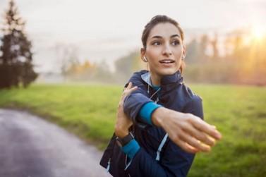 Como prevenir e reverter a perda de massa magra, que acelera o envelhecimento