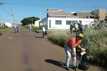 Voluntários fazem arrastão para recolher lixo de terrenos em Douradina