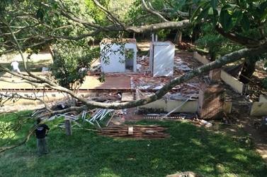Construções irregulares em área de proteção são demolidas no Rio Ivaí