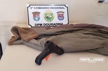 Homem é preso após assaltar comerciante com pistola de cola quente em Douradina