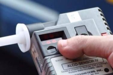 Motorista é preso dirigindo embriagado e sem CNH