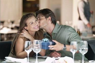 """Quer agradar o """"Mozão""""? Veja 5 dicas de presentes para o Dia dos Namorados"""