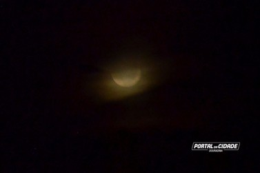 Fotos: Lua de sangue é observada em Douradina