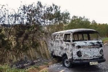 Kombi de taxista é furtada e incendiada em Icaraíma