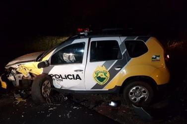 Acidente com carro da Polícia Militar deixa três pessoas feridas, na PR-489