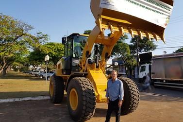 Prefeitura de Ivaté adquire pá carregadeira nova visando melhorias na cidade