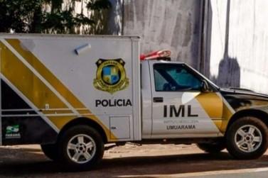 Veículo bate em árvore e mata jovem no centro de Tapejara