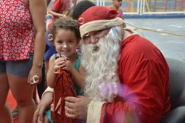 Voluntários distribuem mais de 2 mil brinquedos para crianças de Douradina
